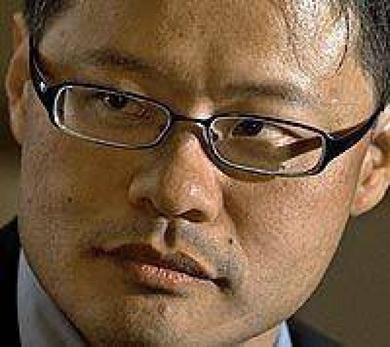 Yahoo busca presidente ante la partida de Yang