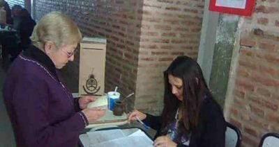 Ratifican en su cargo a la intendenta de Capilla del Monte en un referéndum