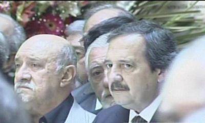 De Narv�ez y Alfons�n, los primeros dirigentes de la oposici�n en llegar al recinto