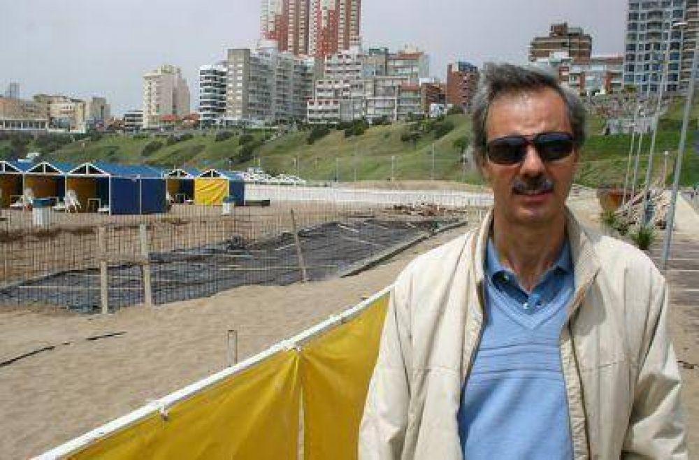 """Se tensa el conflicto entre empresarios y guardavidas: """"Hoy quieren cobrar por ir a tomar mate a la playa"""""""