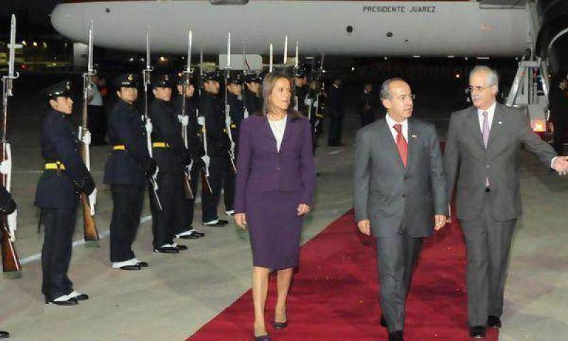 Cristina Kirchner y Calderón firman acuerdos comerciales y políticos en la Casa Rosada