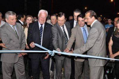 El gobernador y autoridades nacionales inauguraron la refacción del Carretero