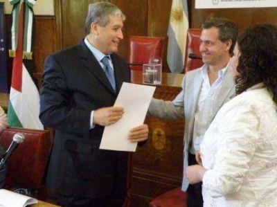 El embajador de Palestina en Argentina emocionado en el Concejo Deliberante