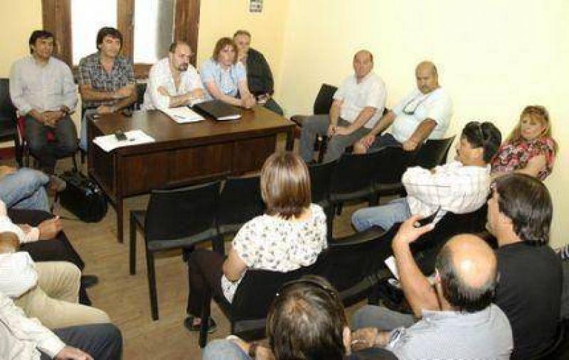 La CGT, junto a delegados del Puerto, busca un nuevo convenio colectivo de trabajo para ese sector