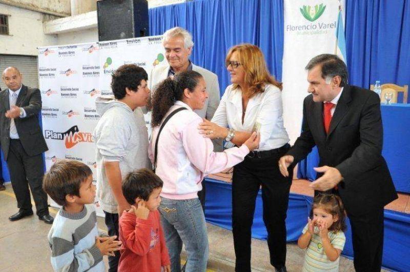 Desarrollo Social entregó tarjetas del Plan Más Vida en Florencio Varela