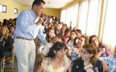 Decenas de vecinas asistieron al agasajo de Eugenio Quiroga para las caletenses