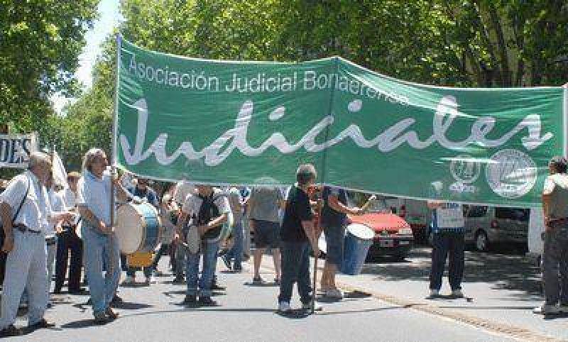 Trabajadores judiciales cierran la semana con medidas de fuerza