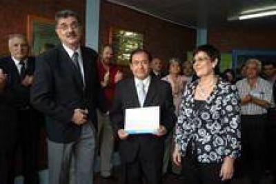 Distinguieron al ministro Niz en el Instituto Correntino del Agua