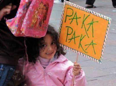 """La Cámpora realizo caminata por """"Los chicos queremos ver Paka Paka"""""""