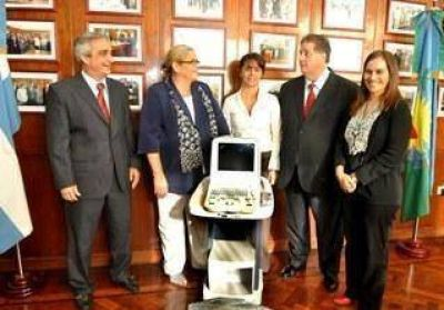 """Nuevo ecógrafo para el Hospital """"Zerboni""""."""