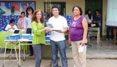 Entregaron 317 netbooks en la ENS N° 61 de Villa Barberán