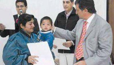 OCHENTA FAMILIAS DE LA ZONA SUDESTE RECIBIERON ESCRITURAS DE TERRENOS