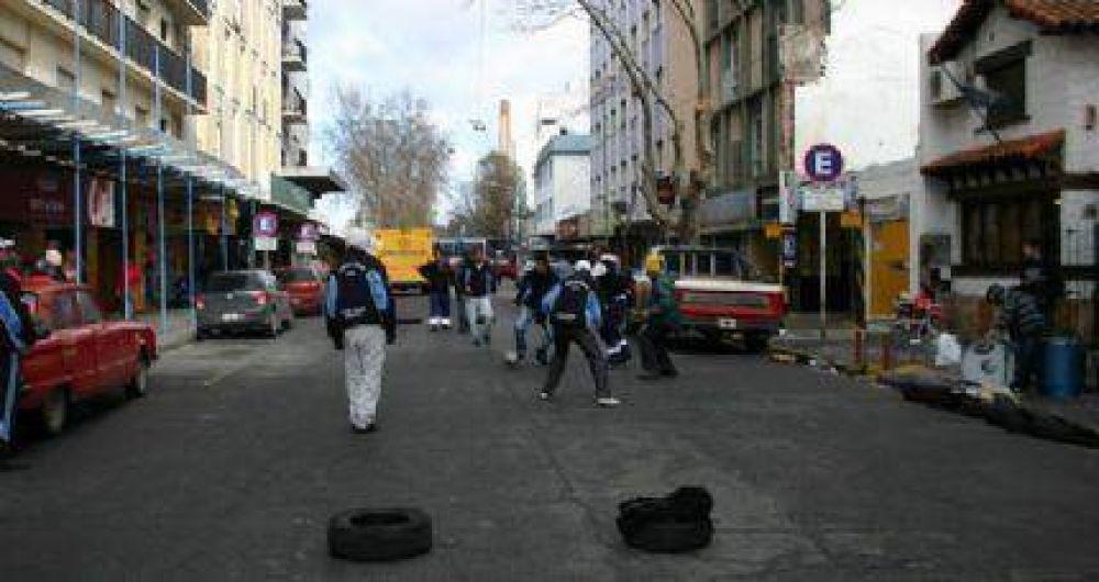"""Sigue la protesta: Ahora los trabajadores del Puerto armaron un """"picadito"""""""