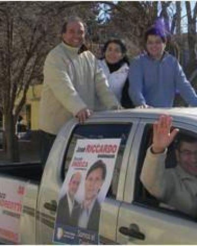 Caravana de Andreotti con Riccardo y Endeiza en Villa Mercedes