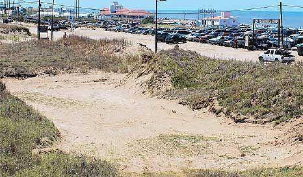En Pinamar, los intendentes se roban hasta los médanos de las playas