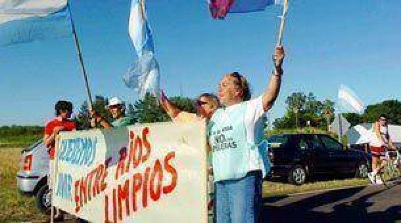 Concordia dijo que podría bloquear los tres pasos hacia Uruguay, en rechazo a Botnia