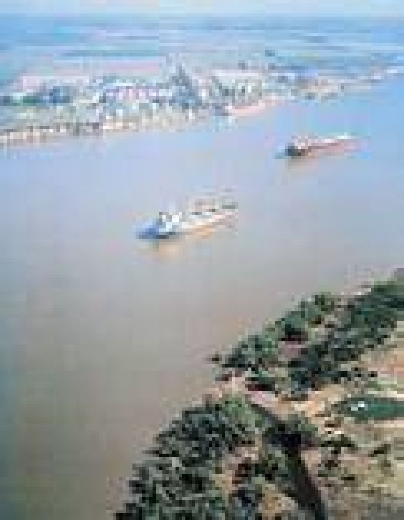 Los exportadores de granos prev�n aumento de costos por el baj�simo caudal del Paran�