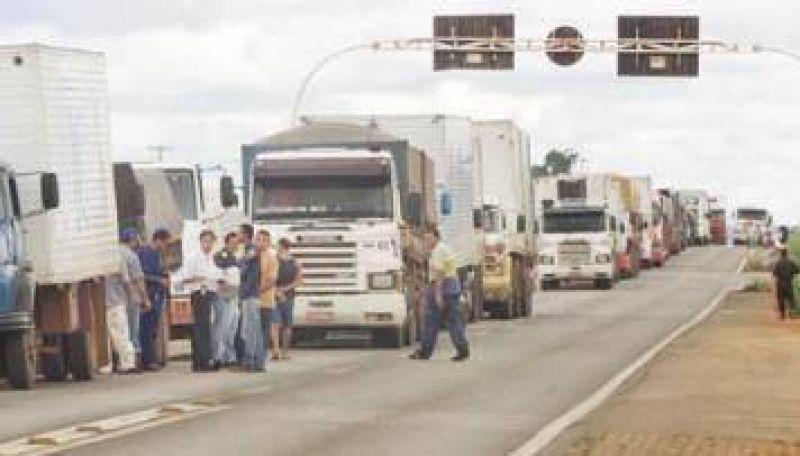 Moyano bloqueó puertos bonaerenses y amenazó frenar exportaciones de granos