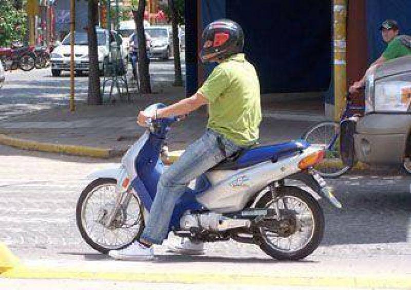 Retienen entre 7 y 15 motos diarias por falta de casco