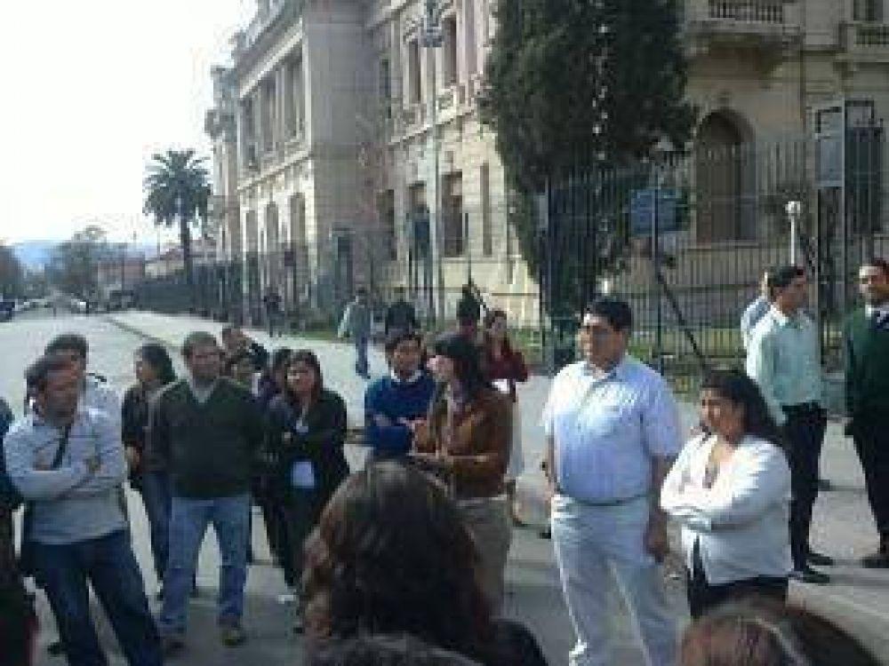 Los contratados del Ministerio de Hacienda aún a la espera de reunirse con autoridades del Gobierno de la provincia