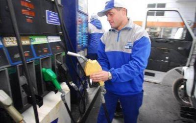 El movimiento turístico intensificó la falta de combustibles en la ciudad