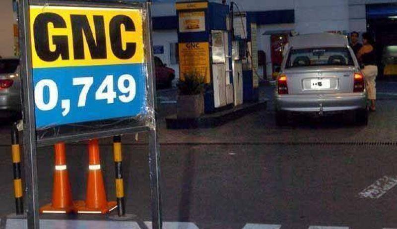 El petróleo bajó 53,5% en el año, pero las naftas locales subieron 15%