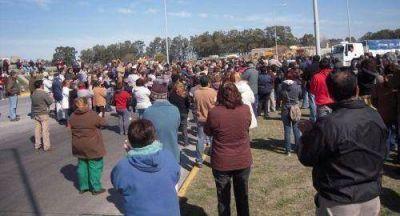 Una multitud de azuleños se movilizó por la autovía en la ruta 3