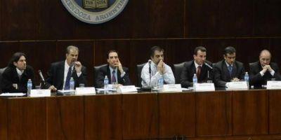 """La campaña se lanzó con el primer """"diálogo"""" de los candidatos a gobernador"""