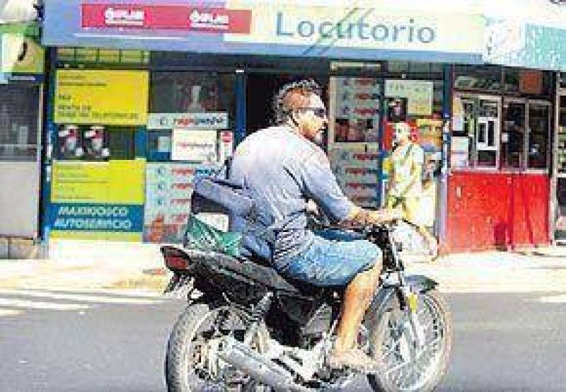Desde hoy les secuestrarán las motos a los que no tengan casco