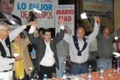 Mario Fiad y miembros de la UDESO acompa�aron a los candidatos de Libertador