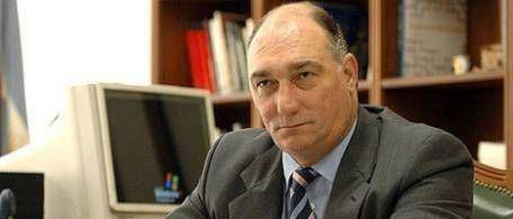 Transportes: Mondino reclamó que se suspendan los aumentos y acusó con dureza a la administración K