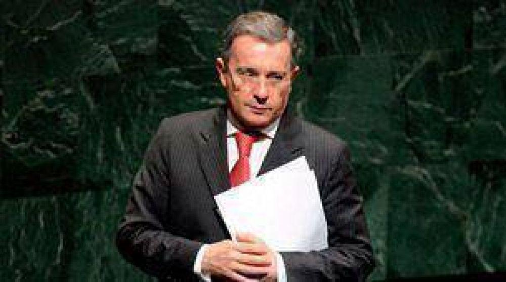 Uribe le pidió al Vaticano que interceda ante las FARC