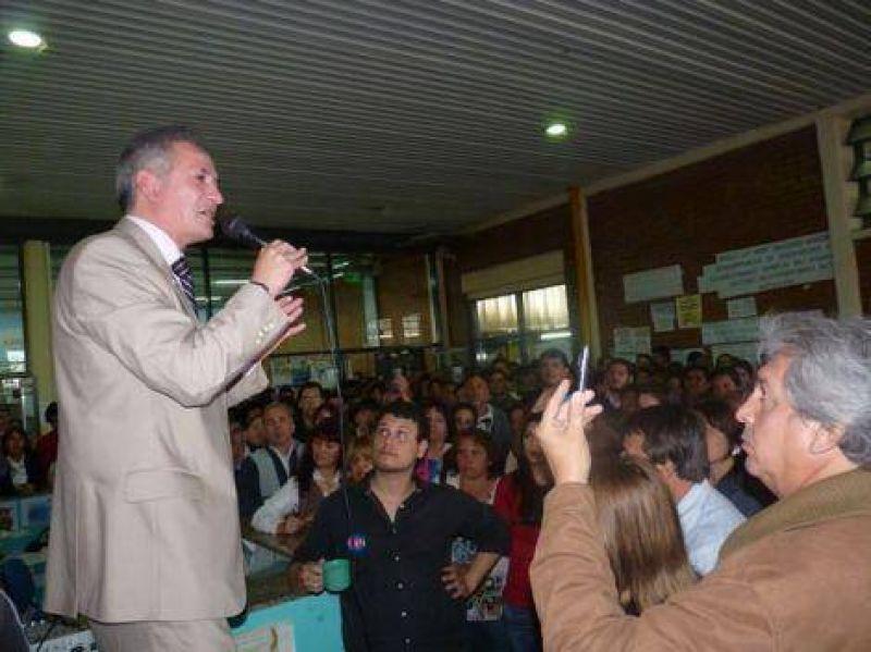 Con un aumento de $ 220 remunerativos, Romero llegó a un acuerdo con los no docentes