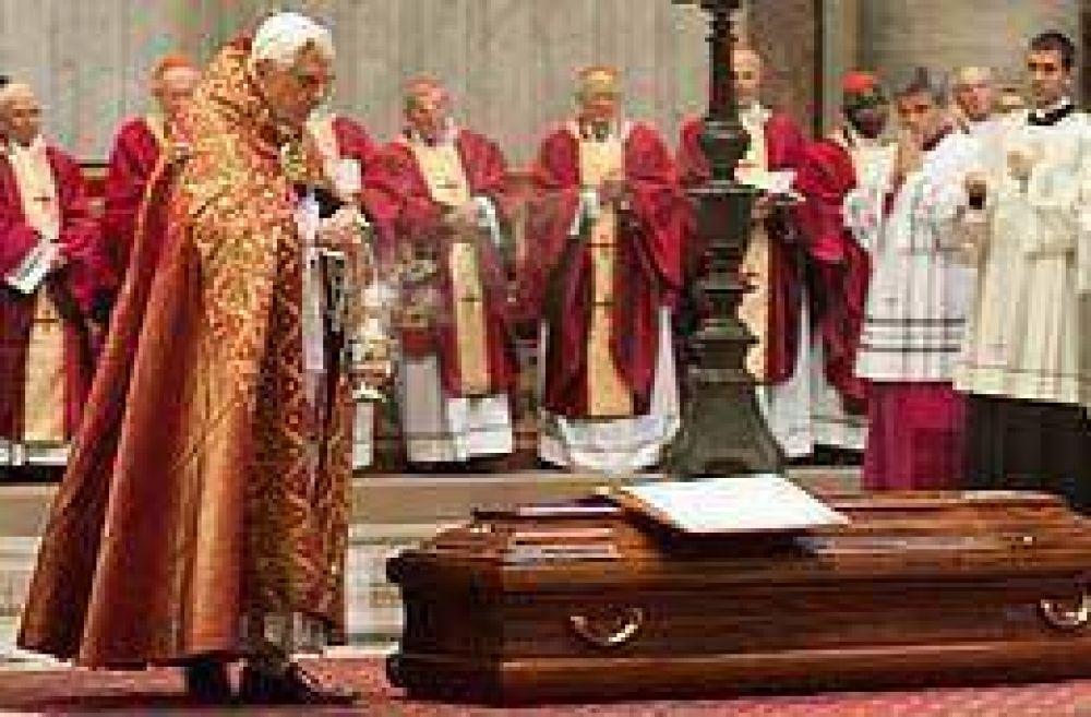 Benedicto XVI pronunció la homilía en el funeral del polémico cardenal Pio Laghi