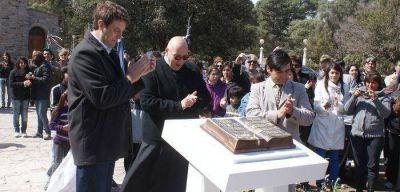 """Emotiva ceremonia en la inauguración del monumento a """"La Biblia"""""""
