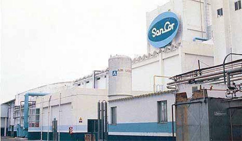 Tamberos en pie de guerra bloquean la entrada a Sancor en Sunchales