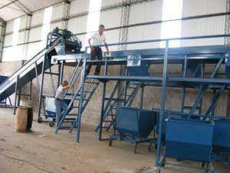 Instalan la máquina para hacer la separación de residuos
