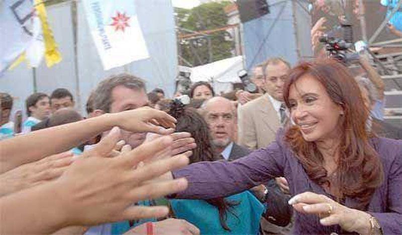 Tras la lipotimia, CFK vuelve a sus giras por el conurbano