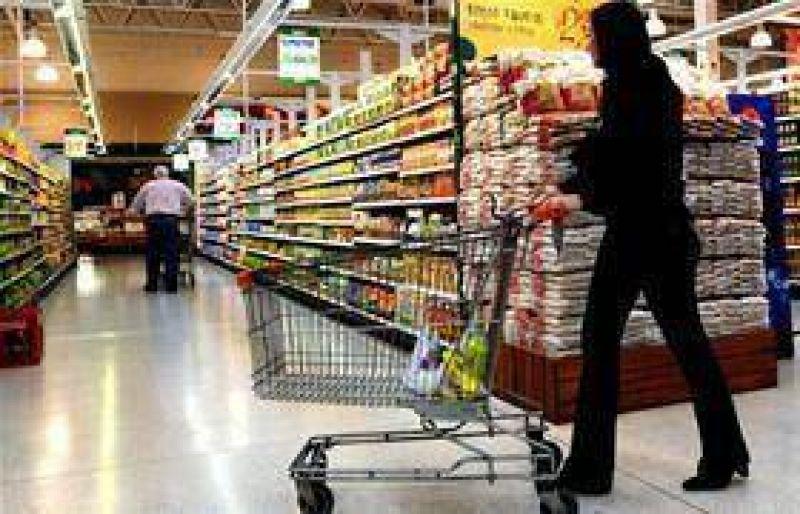 El personal del supermercado acordó con los ex propietarios