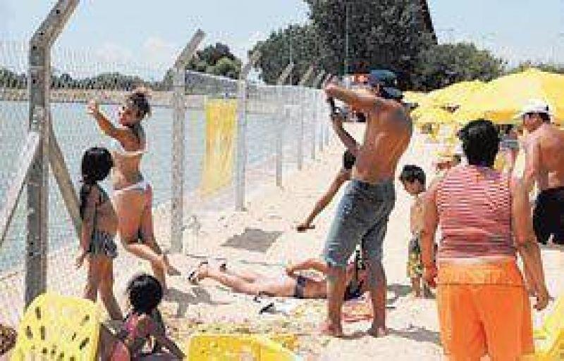 Las playas urbanas, un desahogo para los que se quedan en la Ciudad