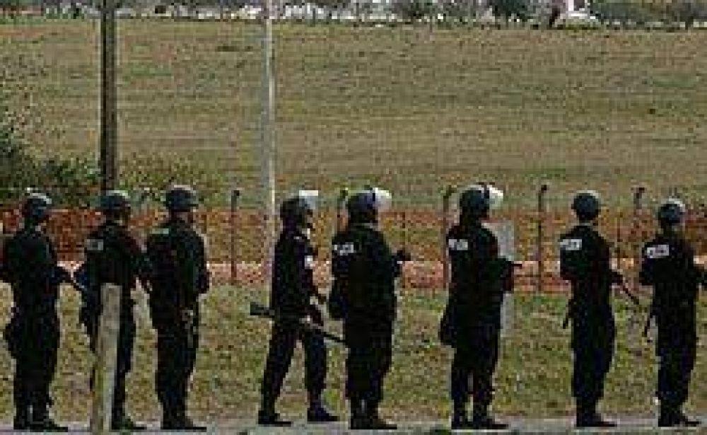 Los asambleístas definen si cortan el puente de Colón pese a la presencia de Gendarmería