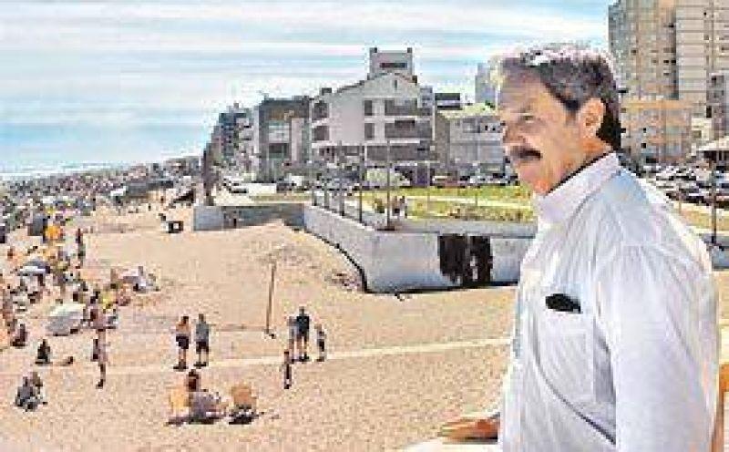 Solá se metió de lleno en la campaña y arrancó en la playa