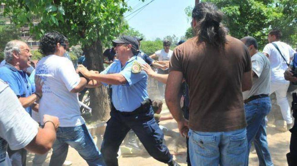 Sin cauce, la pelea estatal derivó en violencia