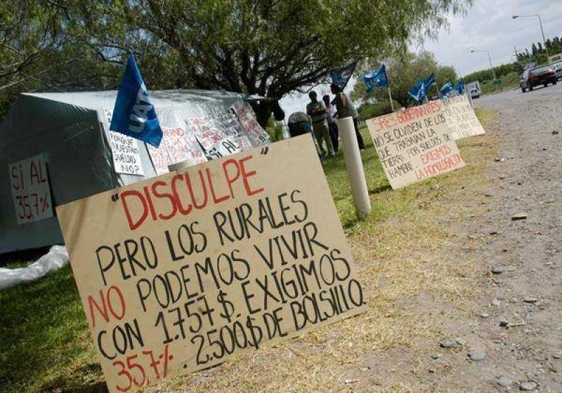 Rurales contin�an con la protesta a la vera de la ruta