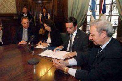 Se firmó el pacto Luján-Chartres en la cancillería