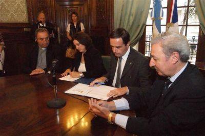 LUJÁN - SE FIRMO EL PACTO LUJAN-CHARTRES EN LA CANCILLERIA