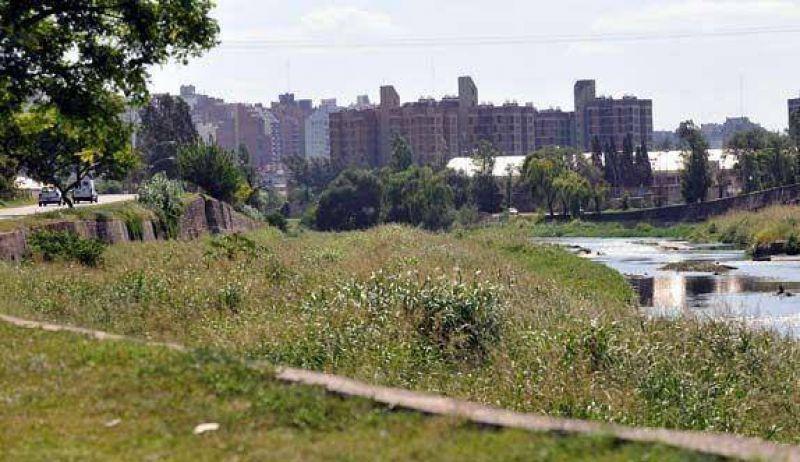 La limpieza del río Suquía se vuelve a tercerizar