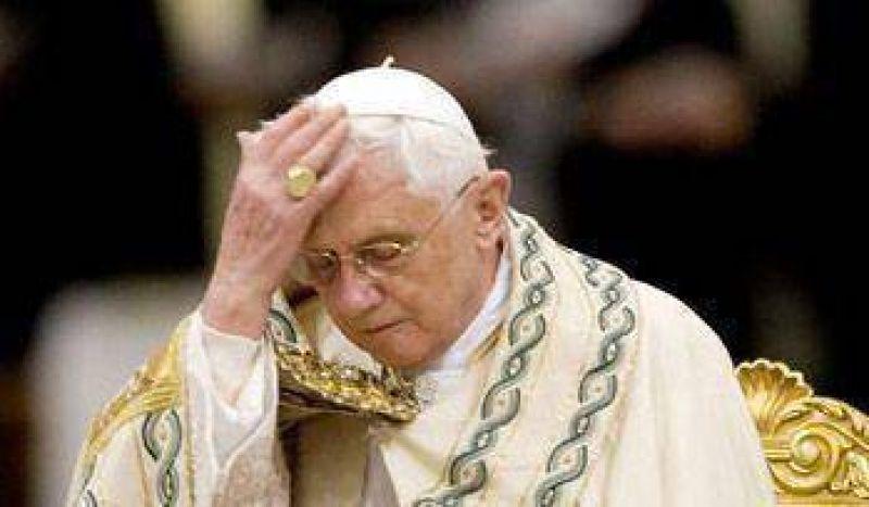 Piden al Papa retractarse por el caso del obispo nazi