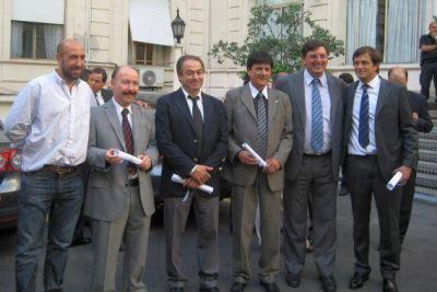 José Inza recibió su diploma como intendente de Azul