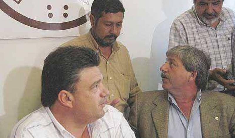 Dirigentes del agro rumian medidas ante la falta de respuesta oficial
